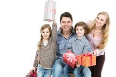 Счастливая семья с настоящими моментами Стоковое Изображение RF