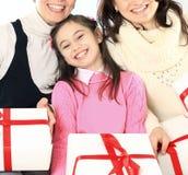 Счастливая семья с покупками Стоковое фото RF