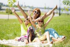 Счастливая семья с руками вверх Стоковая Фотография RF