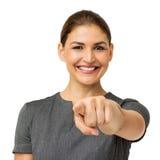 Счастливая средняя взрослая коммерсантка указывая на вас Стоковое Изображение RF