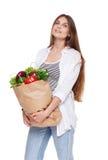 Счастливая сумка владением женщины с здоровой едой, изолированным покупателем бакалеи Стоковое фото RF
