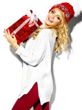 Счастливая сладостная милая усмехаясь белокурая женщина в стильных одеждах Стоковая Фотография