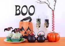 Счастливая таблица партии хеллоуина Стоковые Фотографии RF