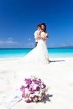 Счастливая тропическая свадьба Стоковые Изображения RF