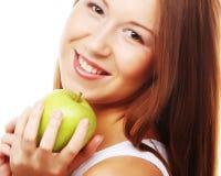 Счастливая усмехаясь женщина при яблоко, изолированное на белизне Стоковое Фото