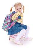 Счастливая школьница девушки сидя на книгах Стоковая Фотография
