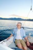 Счастливая шлюпка человека плавания Стоковые Фотографии RF