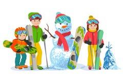 Счастливая лыжа семьи и snowbording с снеговиком Концепция спорта зимы иллюстрации вектора Оборудование лыжников людей в одеждах Стоковое Изображение RF