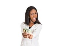 Счастливая excited успешная молодая женщина держа деньги стоковое фото