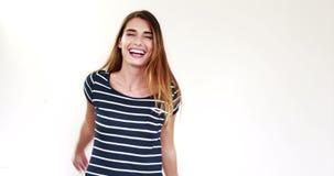 Счастливое брюнет играя с ее волосами сток-видео