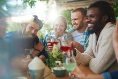 Счастливое время в кафе Стоковое фото RF