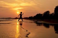 Счастливое время на пляже Стоковые Изображения RF