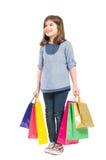 Счастливое и молодое положение девушки покупок Стоковые Фотографии RF