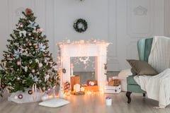 Счастливое оформление рождества Нового Года, предпосылка, камин, дерево Карточка Стоковая Фотография