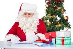 Счастливое письмо сочинительства santa для подарков Стоковое Фото