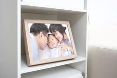 Счастливое семейное фото стоковое фото rf
