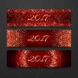 Счастливое собрание 2017 дизайна приглашения Нового Года Шаблон праздника заголовка с sparkles на красной предпосылке Знамя s ярк Стоковое фото RF