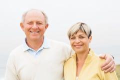 Счастливой пары постаретые серединой Стоковое фото RF