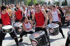 Счастливые барабанщики на улице Стоковое Фото