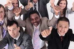 Счастливые бизнесмены веселя и показывая большой палец руки вверх на офисе Стоковое Изображение