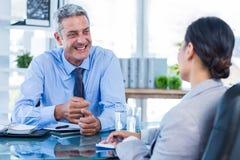 Счастливые бизнесмены говоря совместно Стоковая Фотография RF