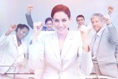 Счастливые бизнесмены празднуя успех с руками вверх Стоковое Изображение