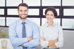 Счастливые бизнесмены при оружия пересеченные в офис Стоковое Фото