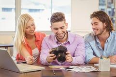 Счастливые бизнесмены смотря камеру Стоковые Фото