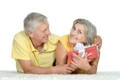 Счастливые более старые пары тратя время совместно Стоковая Фотография
