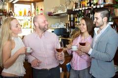 Счастливые взрослые в баре Стоковая Фотография RF
