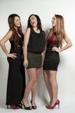 Счастливые девушки на белизне Стоковые Фотографии RF
