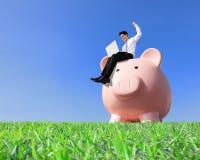 Счастливые деньги сбережений Стоковые Изображения RF