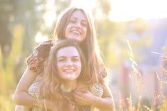 счастливые детеныши женщины Стоковые Изображения