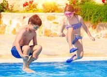 Счастливые дети в бассейне Стоковое Изображение RF