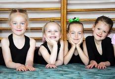 Счастливые дети в спортзале Стоковые Изображения