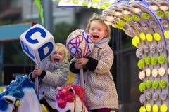 Счастливые дети на carousel в парке Стоковая Фотография RF