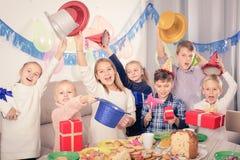 Счастливые дети обменивая подарки друг с другом во время партии Стоковое фото RF