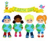 Счастливые дети празднуют день земли Стоковое Изображение