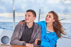 Счастливые женщина и человек пар стоковые изображения rf