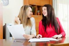 Счастливые женщины с документами Стоковое фото RF
