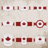 Счастливые знамена бумаги дня Канады с приветствием отправляют СМС Стоковое Изображение
