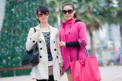 Счастливые китайские женщины в улице Стоковые Изображения
