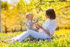 Счастливые мать и сын Стоковая Фотография RF
