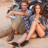 Счастливые молодые пары влюбленности Стоковое фото RF