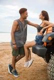 Счастливые молодые пары говоря друг к другу Стоковые Изображения RF