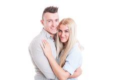 Счастливые молодые пары обнимая один другого Стоковая Фотография