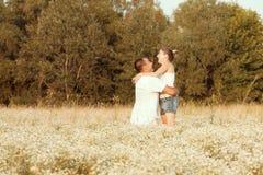 Счастливые молодые пары Стоковое Фото