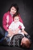 Счастливые молодые родители и маленький младенец Стоковые Фотографии RF
