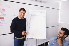 Счастливые мужские творческие коллеги дела на офисе Стоковое фото RF