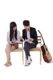 Счастливые пары в влюбленности прочитали кассету Стоковые Изображения RF